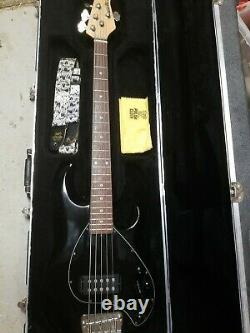 Ernie Ball Music Man StingRay Special 5 5-String Bass Guitar Black withcase